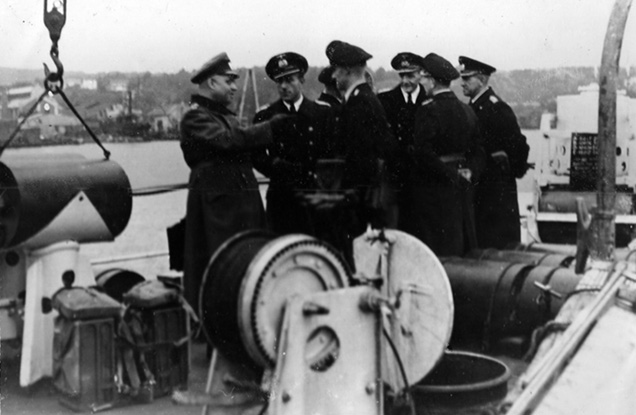 Officers kept waiting on quarter deck of HMS Valorous
