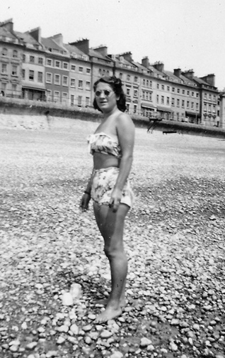 Florence Nunn on beach at Hastings