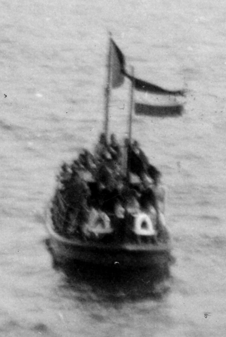 Dutch lifeboat crammed with Jewish refugees