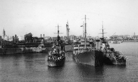 HMS Liddesdale and Venomous oiling at Tripoli, 1943